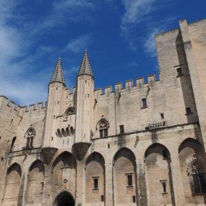 Avignon et les carrières de Lumières